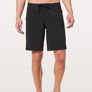 """Lululemon Men's 9"""" Black Current State Shorts"""